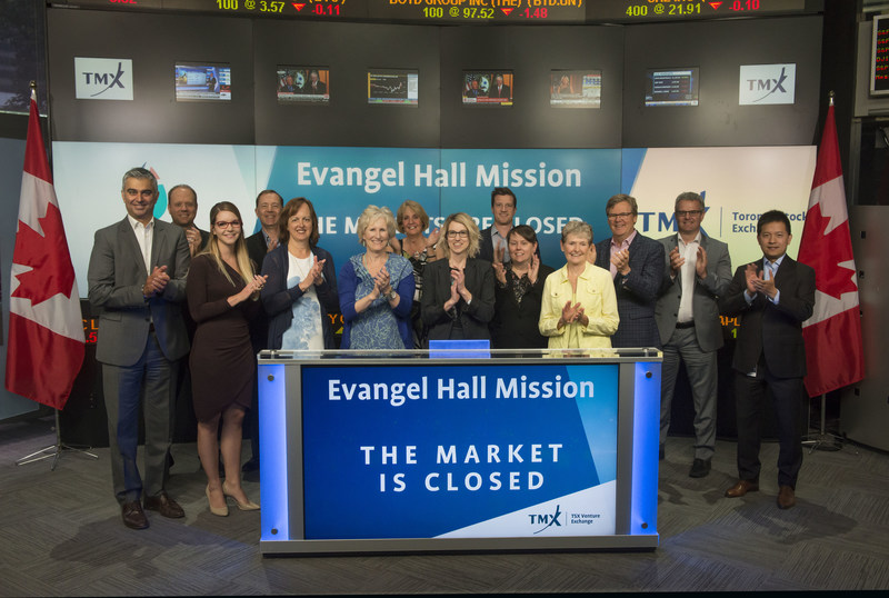 Ainsley Chapman, Executive Director, Evangel Hall Mission, joined Ungad Chadda, President, Capital Formation, Equity Capital Markets, TMX Group to close the market. For over 100 years, Evangel Hall Mission (ehm) has helped homeless and socially isolated individuals find a safe haven from the streets. Every day, ehm feeds, clothes and provides shelter for up to 200 men and women. On June 13, 2017, the 15th annual ehm charity Golf Tournament was held at Pheasant Run Golf Club. With the support of many corporate sponsors and dedicated volunteers, they raised over $127,000 in donations. (CNW Group/TMX Group Limited)