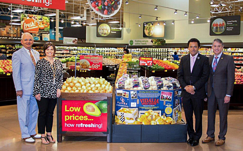 G&R Farms new FFA onion bins featured in select Kroger Stores. (L-R) Pictured with G&R Farms' new FFA onions bins in Kroger are Gary Black, commissioner of the Georgia Department of Agriculture; Katrina Jones, executive director of the Georgia FFA Foundation; Bruce Lucia, Atlanta division president of Kroger Co.; and Walt Dasher, co-owner of G&R Farms.
