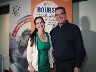 Isabelle Tétreault, lauréate de la bourse et Luc Ferland, vice-président aux relations du travail à la FAE. (Groupe CNW/Fédération autonome de l'enseignement (FAE))