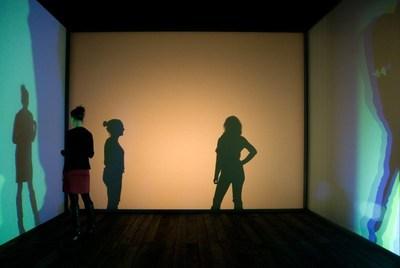 Olafur Eliasson, Multiple shadow house, 2010 Vue de l'installation au Tanya Bonakdar Gallery, New York, 2010. Photo : Studio Olafur Eliasson (Groupe CNW/Musée d'art contemporain de Montréal)