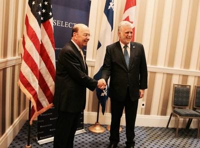 Washington, le 19 juin 2017. - Le premier ministre du Québec, Philippe Couillard, en compagnie du secrétaire au commerce des États-Unis, Wilbur Ross. (Groupe CNW/Cabinet du premier ministre)