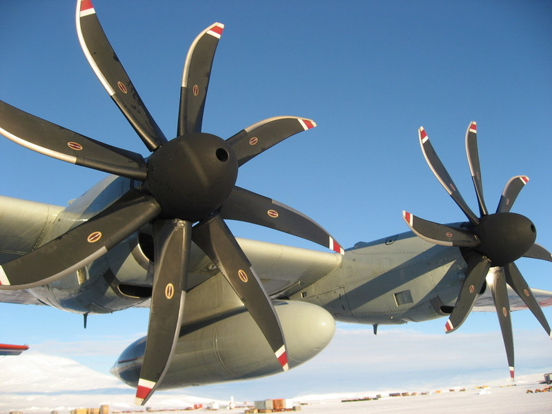 UTC Aerospace Systems NP2000 propeller system on the LC-130. Photo credit: U.S. Air Force. (Hi-res version available upon request.)