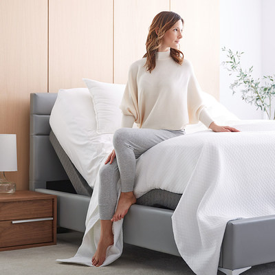 The Lineal Adjustable Base is a lifestyle enhancement, designed to move with your day and enhance where comfort lives – at home, in bed.