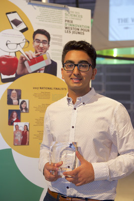 Markham, Ontario teen Anmol Turkel wins Ontario Science Centre's 2017 Weston Youth Innovation Award for his iDentifi app that assists the visually impaired in identifying objects using a smartphone. (CNW Group/Ontario Science Centre)