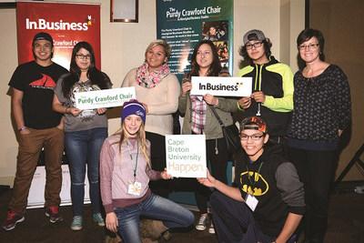 Des étudiants du programme In.Business en compagnie de leur mentor autochtone à la première conférence, à Membertou (Nouvelle-Écosse), en novembre 2015. (Groupe CNW/RBC Banque Royale)