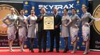 Hainan Airlines récompensée par Edward Plaisted, président de SKYTRAX, comme compagnie cinq étoiles (PRNewsfoto/Hainan Airlines Co., LTD)