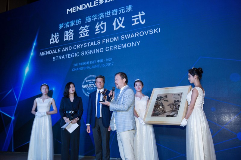 Mendale and Crystals from Swarovski strategic signing ceremony (PRNewsfoto/Mendale)