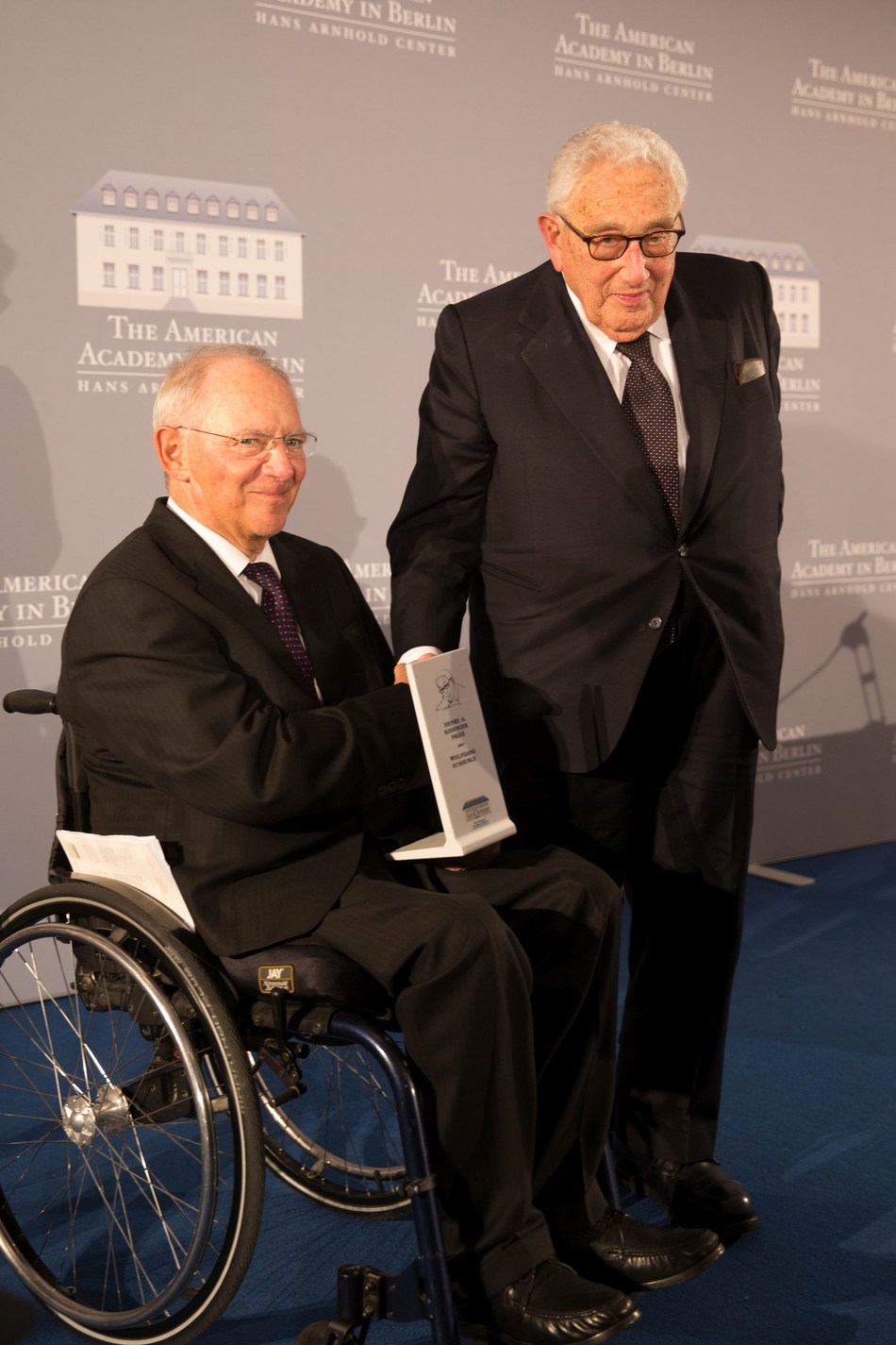 The American Academy in Berlin has awarded the 2017 Henry A. Kissinger Prize to Germany's Federal Minister of Finance Wolfgang Schäuble. Former US Secretary of State Henry A. Kissinger personally presented the prize to Minister Schäuble. (Credit: Annette Hornischer) (PRNewsfoto/American Academy in Berlin)