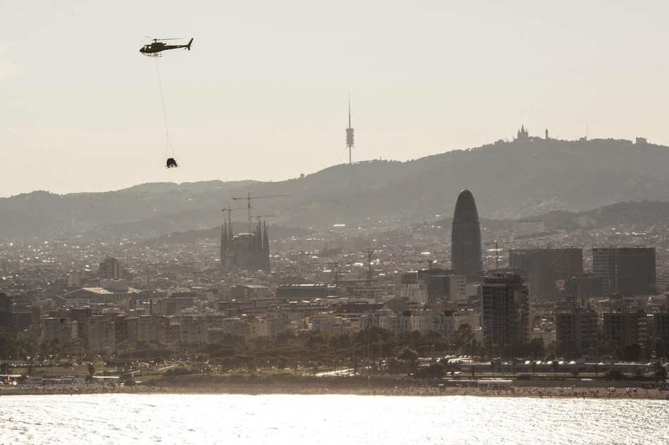 The Arona spent an hour flying parallel to the Barcelona coastline (PRNewsfoto/SEAT)