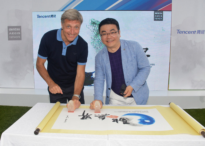 Jerry Buhlmann from Dentsu Aegis Network (left) and SY Lau from Tencent (right) inked the Global Strategic Partnership