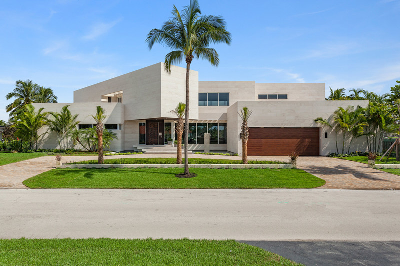 Ultra-modern Coral Gables estate at 445 Solano Prado offered by Chilean luxury homes developer Condores Capital. Photo Credit: The Jills - Photography by Richard Novak (aerials) and Zachary Balber (interior/ground photos) (PRNewsfoto/Coldwell Banker Residential Rea)