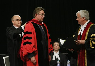 Law Society Treasurer Paul Schabas (right) confers the title of Doctor of Laws, honoris causa, LLD, on Thomas Conway, while he receives the LLD hood from Law Society CEO Robert  Lapper, Q.C. (left), at the Call to the Bar ceremony in Ottawa on June 23. Conway received the honorary degree in recognition of his exceptional advocacy skills, which have established him as a prominent litigation lawyer in Canada.  The Law Society awards honorary doctorates to distinguished people in recognition of outstanding achievements in the legal profession, the rule of law or the cause of justice. Recipients serve as inspirational keynote speakers for the new lawyers attending the Call to the Bar ceremonies. (CNW Group/The Law Society of Upper Canada)