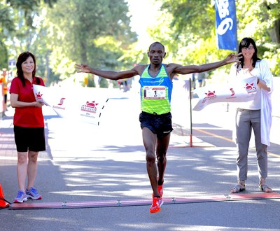 Kip Kangogo of Lethbridge, Alberta, is the first male finisher at the Scotiabank Vancouver Half-Marathon with a time of 01:05:35. Photo by Inge Johnson of Canada Running Series. (CNW Group/Scotiabank)