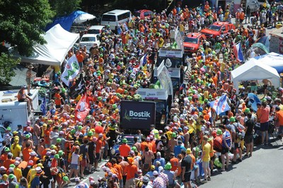 Bostik Tour de France Publicity Caravan (PRNewsfoto/Bostik)