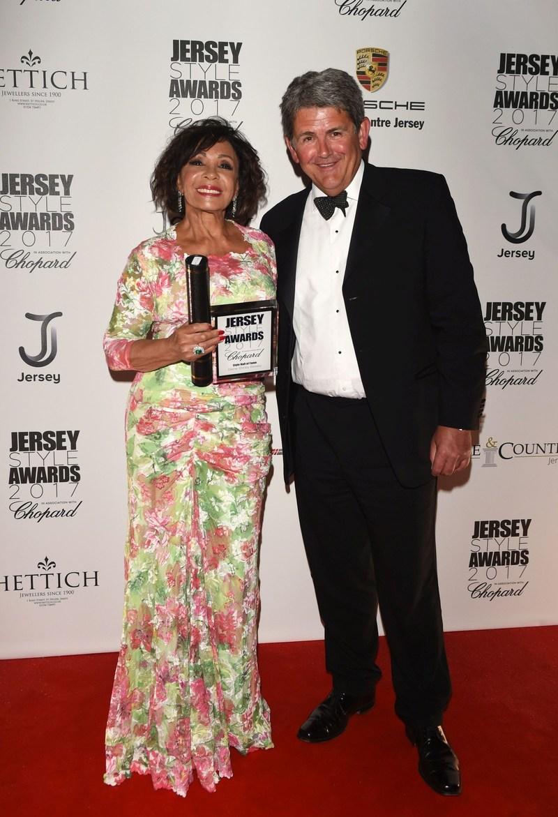 Dame Shirley Bassey and Jeffrey Chinn (PRNewsfoto/Hartmann House)