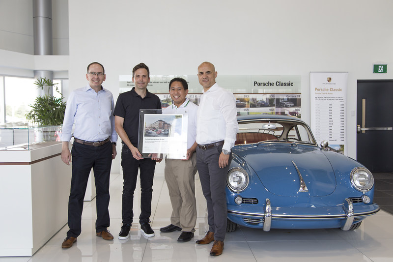Porsche Cars Canada, Ltd. (PCL) acknowledged Pfaff Porsche as the second Certified Porsche Classic Partner in Canada. Alexander Fabig (left), head of Porsche Classic at Porsche AG,  and Roberto DePrisco (right), Director, After Sales at PCL, presented James Coats (left-centre), Vice President of Operations for Pfaff Porsche and Laurance Yap (right-centre), Director of Marketing, Pfaff Automotive Partners, with a certification to mark the occasion. (CNW Group/Porsche Cars Canada)
