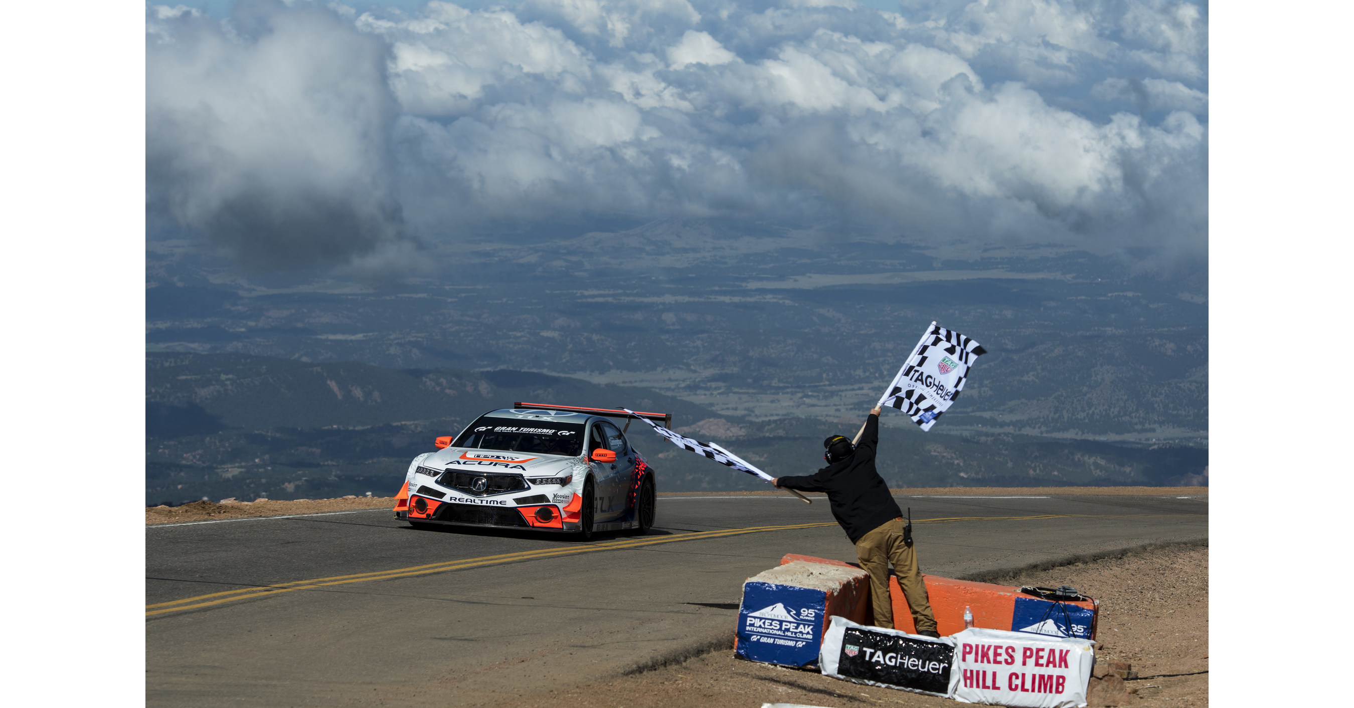 acura earns two class victories and sets record at 2017 pikes peak international hill climb. Black Bedroom Furniture Sets. Home Design Ideas