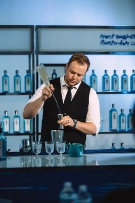 Bombay Sapphire's Most Imaginative Bartender 2017 Canadian finalist Timo Salimaki (CNW Group/Bombay Sapphire)