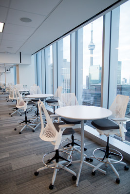 The new space welcomed EY people with floor-to-ceiling windows, sit-to-stand desks and six different workspaces to choose from – all designed to be flexible, fluid and focused on how people work best. (CNW Group/EY (Ernst & Young))