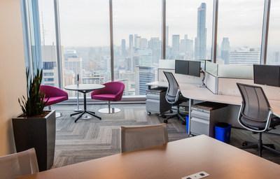 Le personnel d'EY a pu découvrir ces nouveaux espaces dotés de fenêtres pleine hauteur, de bureaux modulables, et qui proposent un choix de six espaces de travail différents, tous conçus pour offrir souplesse et fluidité en tenant compte de la façon dont les gens travaillent le mieux. (Groupe CNW/EY (Ernst & Young))