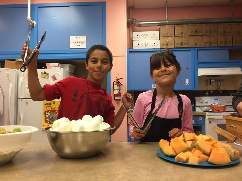 HSBC's new $1 million donation will help Breakfast Club of Canada serve more than 4,500 children and youth each year for the next three years (2017-20). (CNW Group/HSBC Bank Canada)