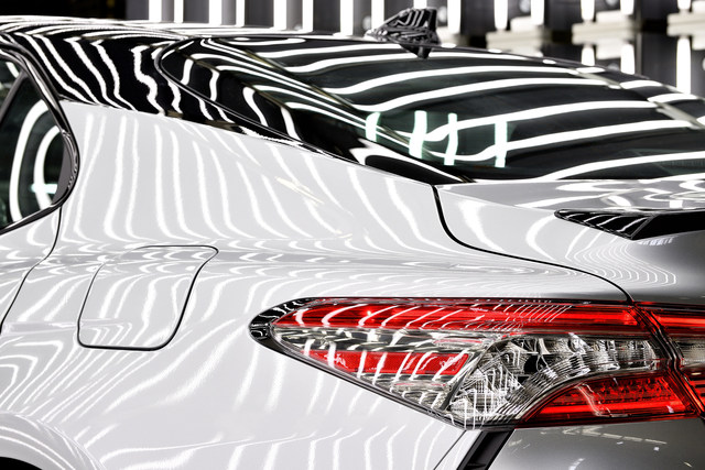 Ya está en curso la producción del Camry 2018 en Toyota Motor Manufacturing, Kentucky, Inc. (TMMK) en Georgetown. El nuevo modelo incluye un atractivo diseño, un interior refinado, una emocionante experiencia en el manejo, seguridad y tecnología de vanguardia y una eficiencia en combustible que es líder en su clase.