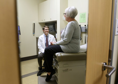 Eric Stecker, M.D., M.P.H. talks with Portland, Ore. resident Diane Volk-Reeves (Credit: OHSU)