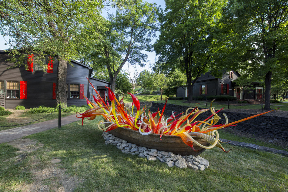 Chihuly at Maker's, Crimson and Chestnut Fiori Boat