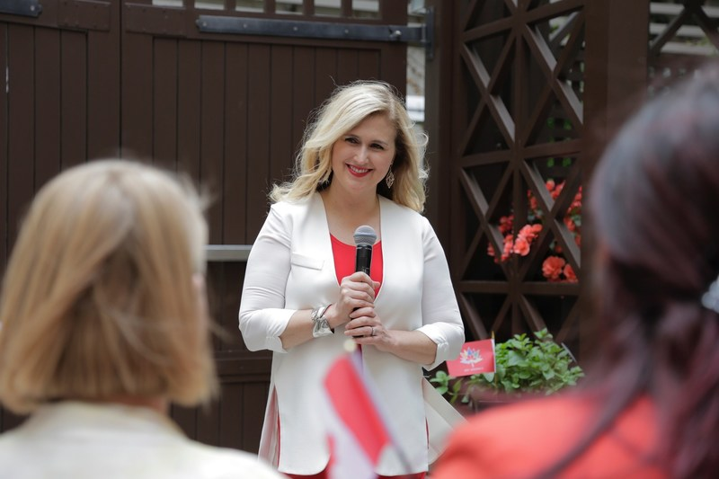 To celebrate Canada's 150th birthday, Jennifer Valentyne reveals Canada's top 150 hidden gems to inspire summer travel curated through a contest by InterContinental Hotels Group. (CNW Group/IHG Rewards Club)