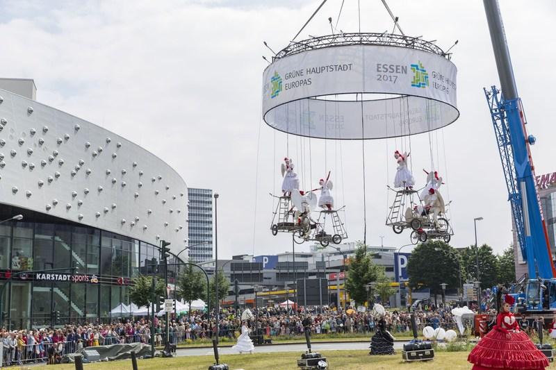 """Highlight: Installation """"Moving Green"""" of the international light artist and director Wolfram Lenssen (PRNewsfoto/European Green Capital - Essen)"""