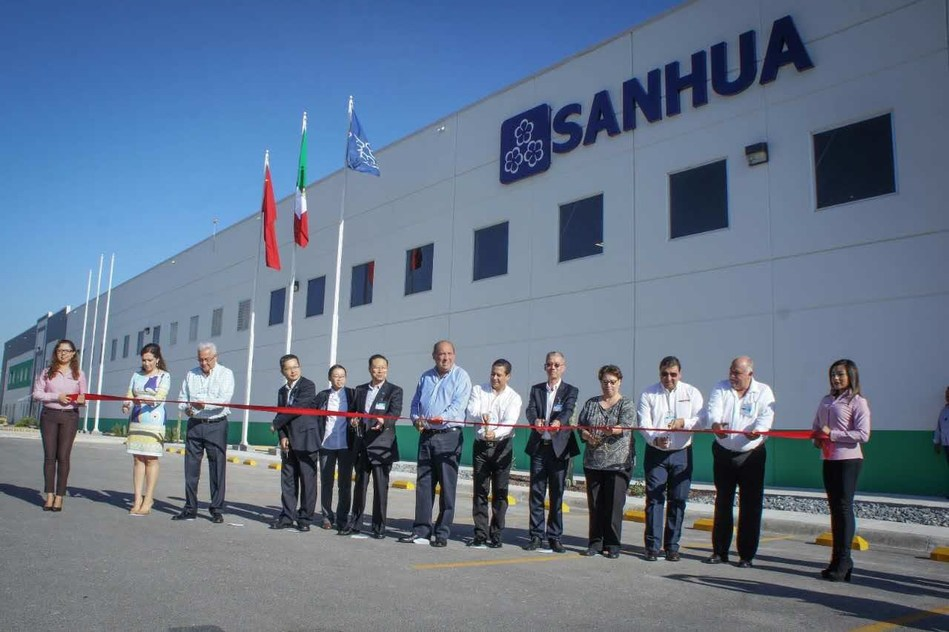 Corte de cinta en la ceremonia de apertura de la instalación TXV de Sanhua Automotive (PRNewsfoto/Sanhua Automotive)