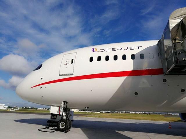 Momento en que el 787 Dream Jet llega a París, la capital mundial del arte y la moda (PRNewsfoto/Deer Jet)