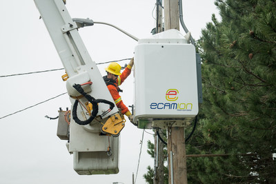 The world's first grid-scale pole-mounted energy storage unit is being tested on Toronto Hydro's electricity grid. (CNW Group/Toronto Hydro Corporation)