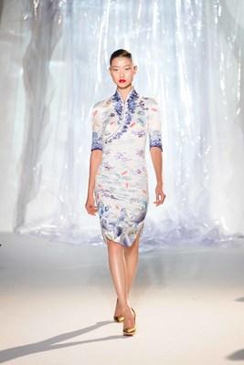 Nouvel uniforme d'Hainan Airlines – Le Cheongsam (ou Qipao) pour femmes (PRNewsfoto/Hainan Airlines Holding Co., LT)