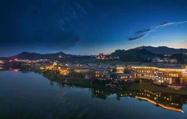 The night view of Danzhai Wanda Village (PRNewsfoto/Dalian Wanda Group)