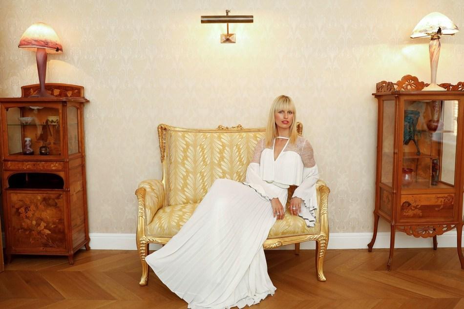 Karolina Kurkova in Maison Belle Epoque (PRNewsfoto/Maison Perrier-Jouet)