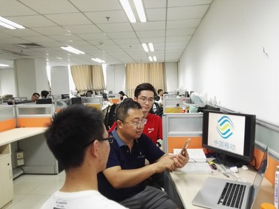 Prof. Qiao discussing technology challenges with his graduate students