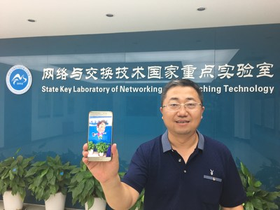 Prof. Qiao demonstrates his first breakthrough with Web AR technology