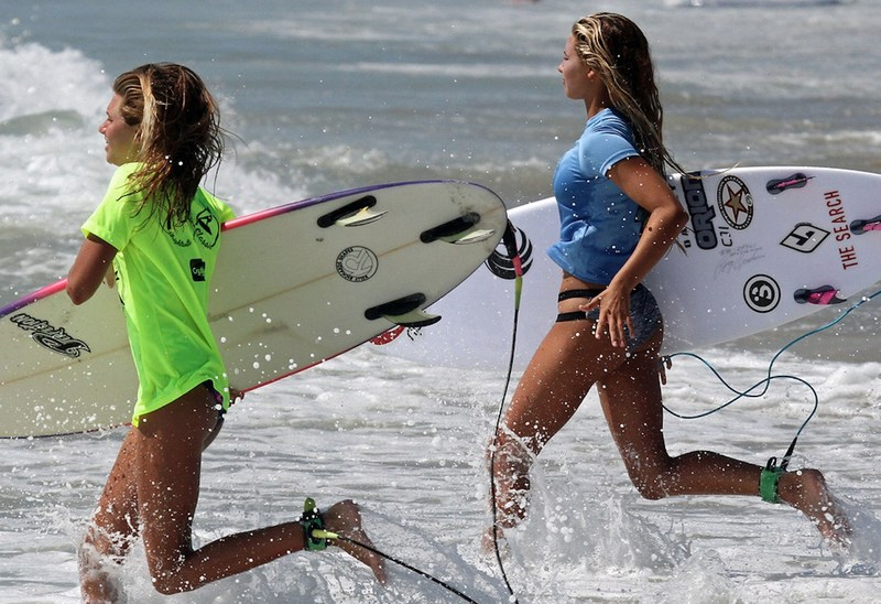 Wrightsville Beach Wahine Classic Ambassador Leah Thompson (R), Courtesy of Ed Potter