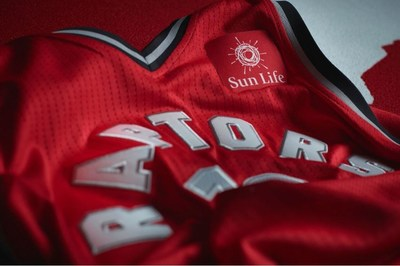 The Toronto Raptors and Sun Life have proudly expanded their long-standing partnership to feature a prominent program in support of diabetes awareness and prevention, and beginning in the 2017-18 season, include the first jersey patch partnership in the team's history. (CNW Group/Sun Life Financial Inc.)