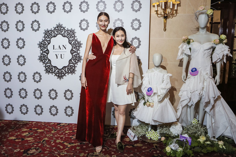 Vinda 4D-Deco Tissue Wedding Dress Showcased at Paris Haute Couture Fashion Week