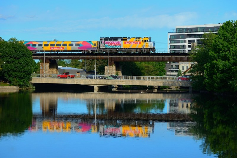 VIA Rail Canada (VIA Rail) trains transported more than 93,000 travellers  celebrating Canada Day between June 29 and July 5, a 10% increase compared to 2016. (CNW Group/VIA Rail Canada Inc.)