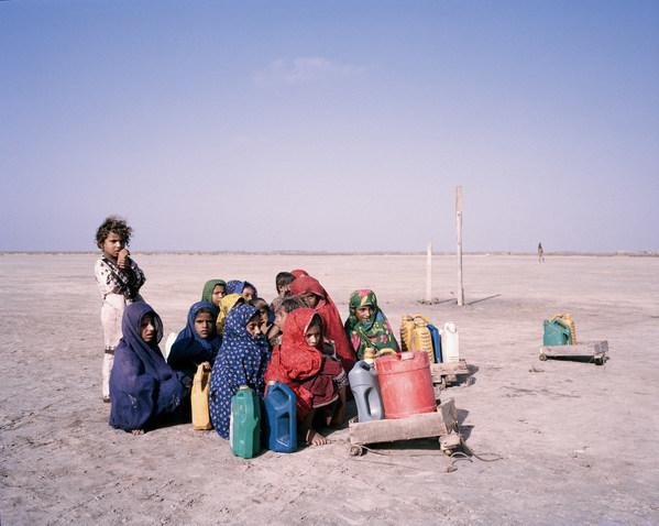 Children journey to collect water, Khado Muhammad Jut, Sindh, Pakistan, 2013. (CNW Group/HSBC Bank Canada)