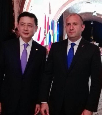 with President of Poland (PRNewsfoto/HNA Group)