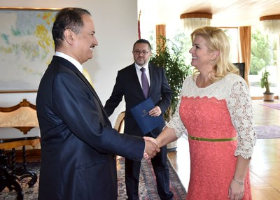President of Croatia Kolinda Grabar-Kitarović greeting DAMAC Chairman Hussain Sajwani in Zagreb.  Photo Credit to President of Croatia Office, Filip Glas (PRNewsfoto/DAMAC Properties)