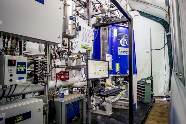 Earlier this year, Inventys commissioned this self-contained 0.5 TPD VeloxoTherm™ field demonstration plant at Husky Energy's Pikes Peak South Lloyd thermal project as a platform for rapid development of its new adsorbent structures. The demo plant has recorded meaningful data since testing began in early 2017. The test results over the next six months will shape the design of the 30-TPD plant. (CNW Group/Inventys)