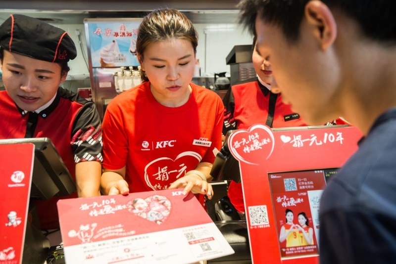 Chinese Olympic Gold medalist, Zhang Mengxue, visits Yunnan KFC to support the One Yuan Donation program