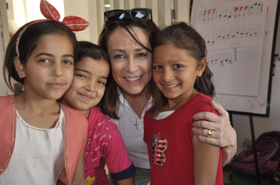 Patricia Heaton meets with young Syrian refugee girls in Jordan. Credit: World Vision