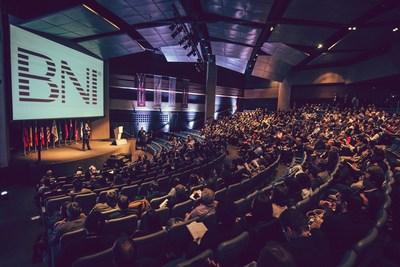 Líderes globales y regionales de BNI se reunieron esta semana en São Paulo para la inauguración de la Cumbre de América Latina de la organización y la Conferencia Nacional Anual de BNI Brasil, aquí representada. (PRNewsfoto/BNI)
