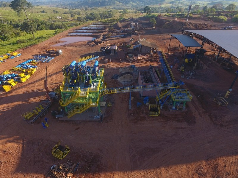 Pilot plant construction at the  Espigão Manganese Project (CNW Group/Meridian Mining S.E.)